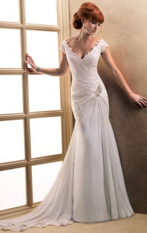 You can get more information about this dress from http://www.queeniewedding.co.uk/dress/fitted- ...