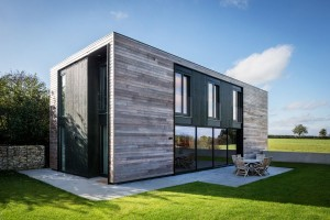 Flat-Packed Panels Home in the Countryside Near Oxford, England