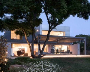 Aluminum Cladding House by Studio da Lange