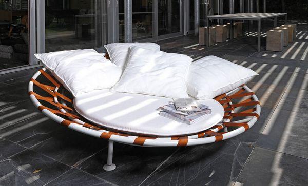 Framura Nido nest seat by Sezgin Aksu and Silvia Suardi