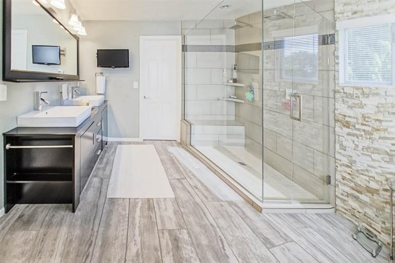 Master bathroom & Flush in Granger, IN