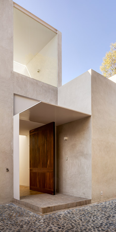 DCPP Arquitectos fits Mexico City house around a courtyard