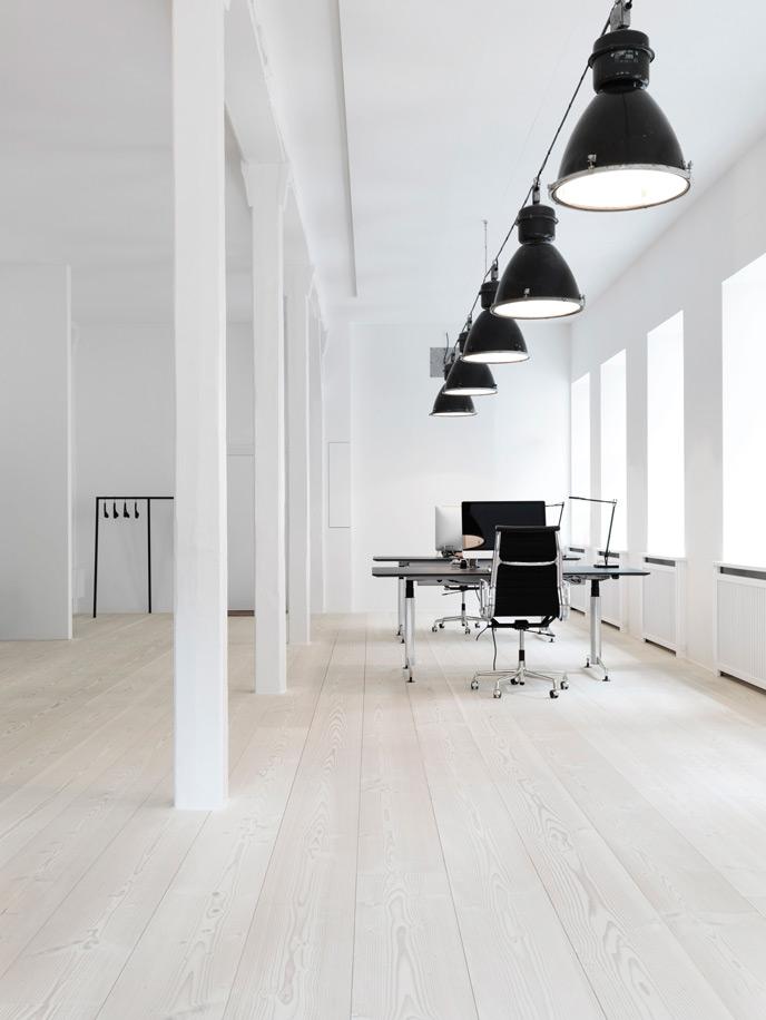 Minimal office on inspirationde for Office design white