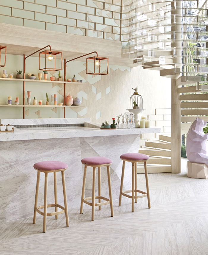 Elegant and Unique Shugaa Bar – InteriorZine