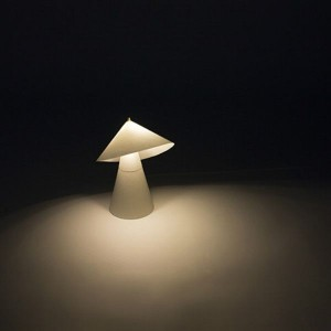 Coni plastic table lamp