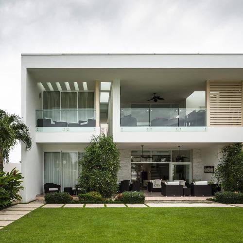 Playa Vida Residence by Casis Architects