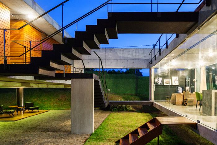 Brazilian House by Yuri Vital