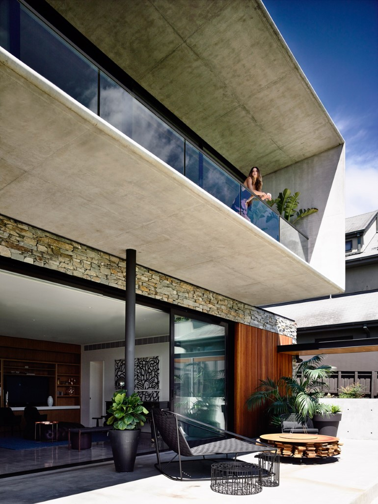 Concrete House Provide Strong Visual Connections Between Levels