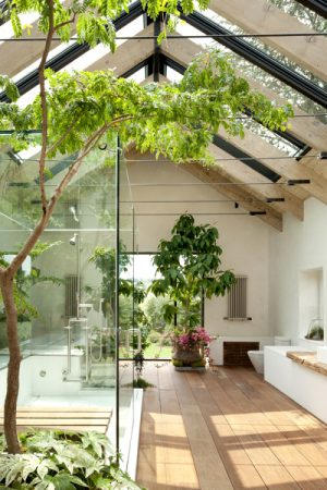 Lovely Quarters – The bathroom/garden