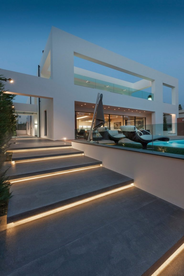 Visually-Striking Interior Design Exhibited by Residence in Glyfada, Greece