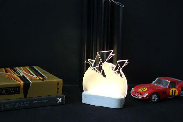 Bird egg-shaped table lamp