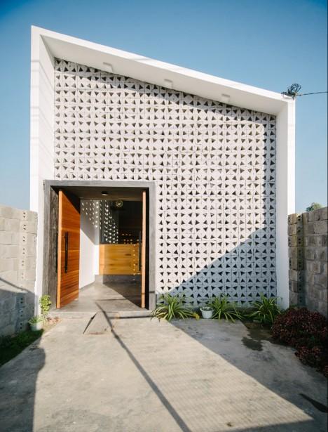 Khuôn Studio's Kontum House has handmade concrete facade