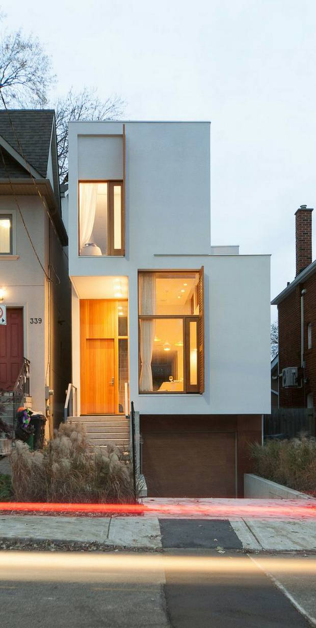 Toronto infill design that stretches to catch the sun
