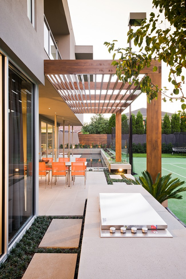 Warm minimalist landscape design in Caulfield
