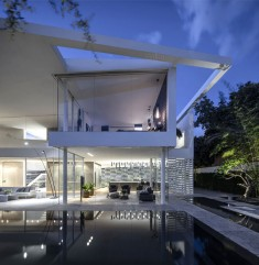 J House by Pitsou Kedem Architects