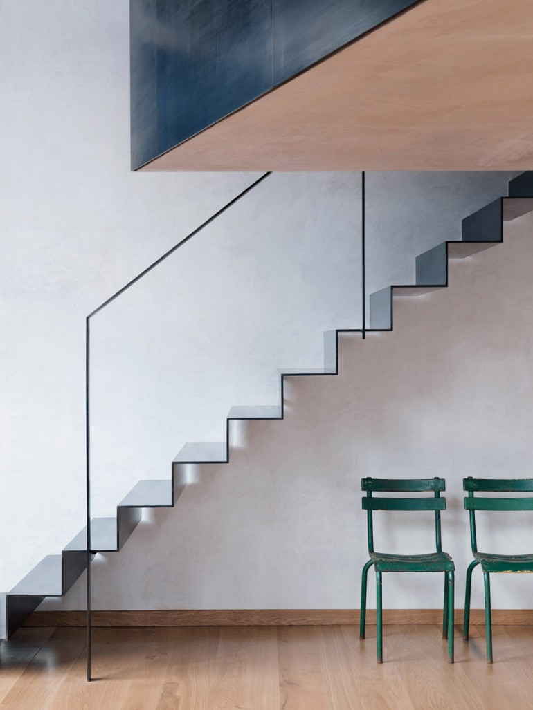 Sadie Snelson converts warehouse into photographer's home