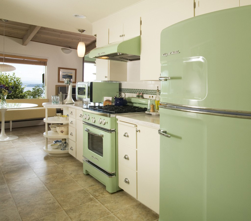 Beautiful Pastel Kitchens That Channel the 1950s