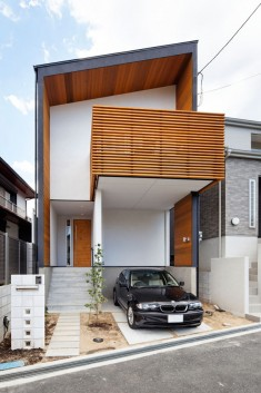 House / layout using solid wooden materials (Toyonaka City, Osaka)