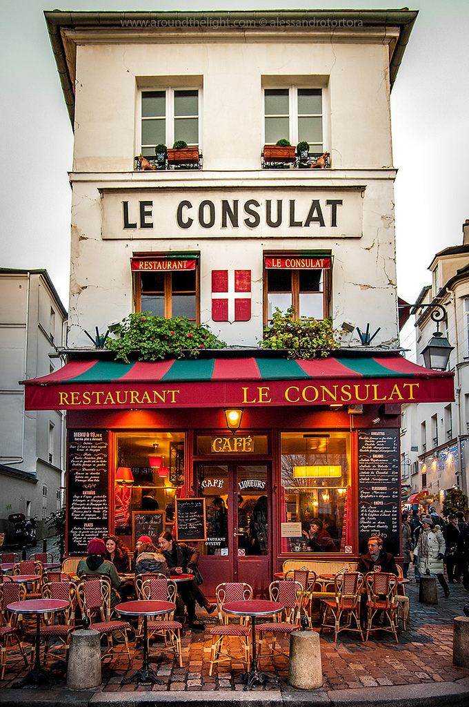 Restaurant le consulat montmartre paris france on for Le miroir restaurant montmartre