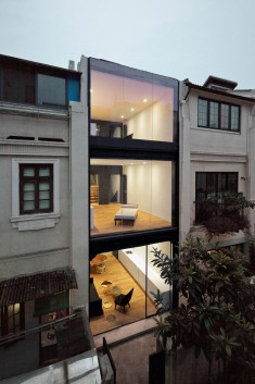 Staged Reinterpretation: Row House Renovation In Shanghai