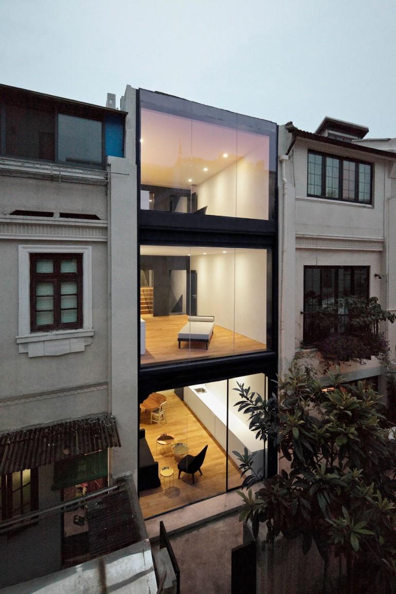 Staged Reinterpretation: Row House Renovation In Shanghai