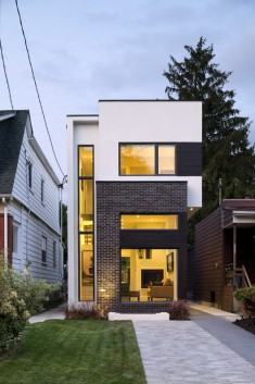 The Linear House / Green Dot Architects