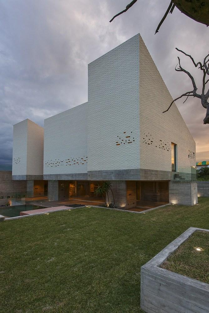 Datri & Dasa House / [mavarq]
