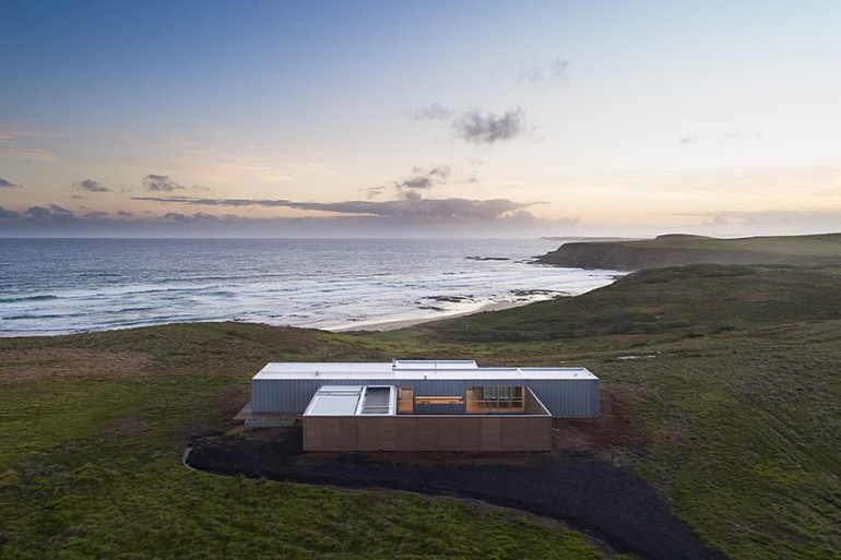Phillip Island House is an Architectural Solution for an Exposed Coastal Site
