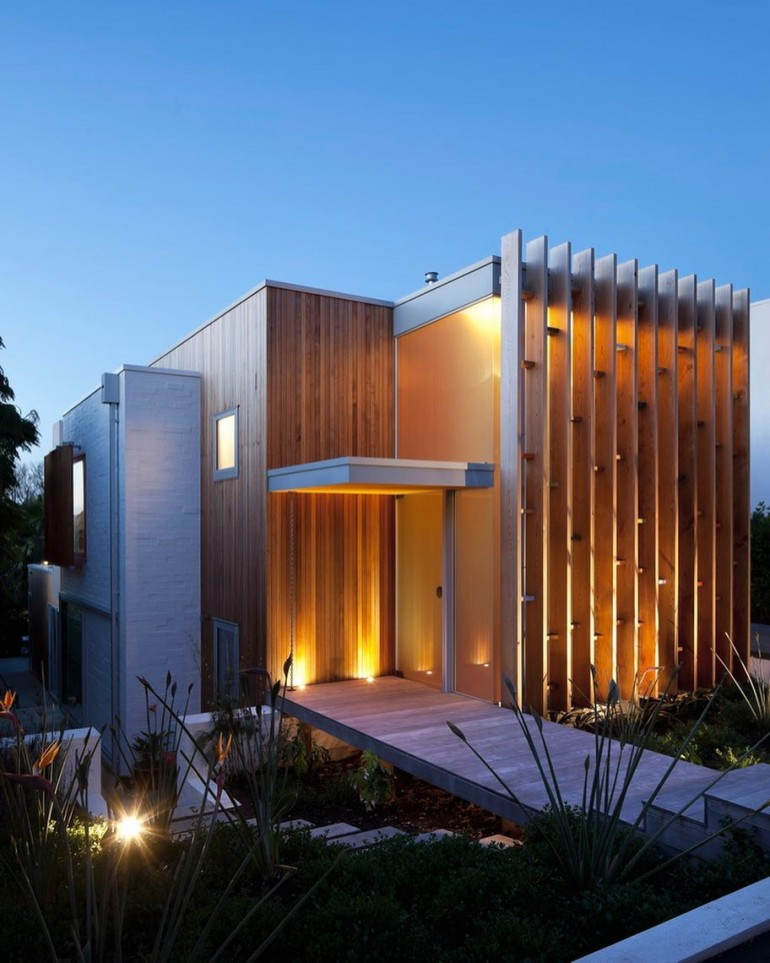 Brown Vujcich House. By Bossley Architects, Located in Herne Bay, New Zealand