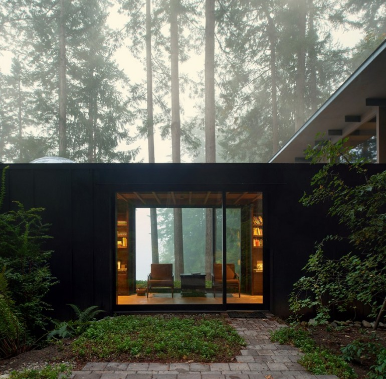 A 1959 Forest Cabin Was Turned into a Weekend Retreat in Rural Washington