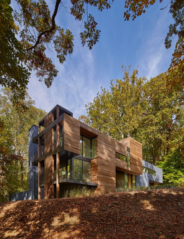 Mohican Hills House by Robert M. Gurney / Maryland