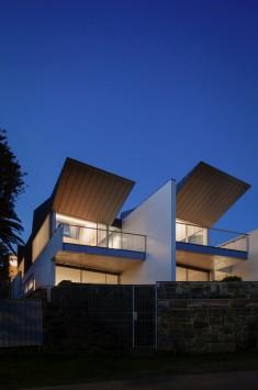 Narrow Beach House in Sydney by Marston Architects