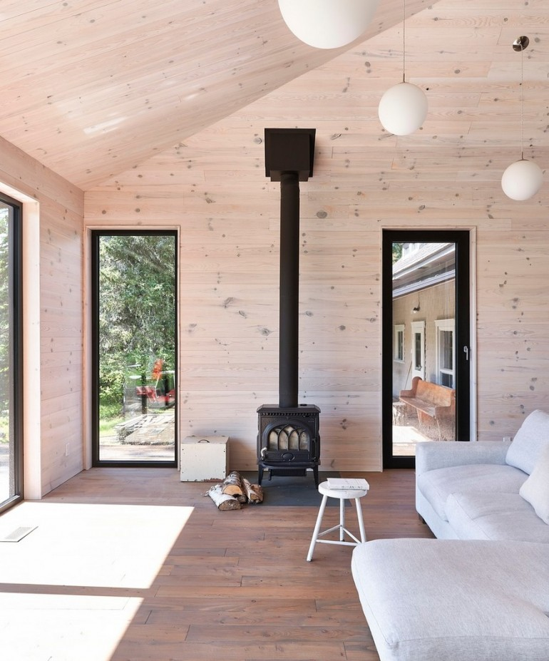 The Sisters House – Black Addition to Traditional-Style Home in Québec