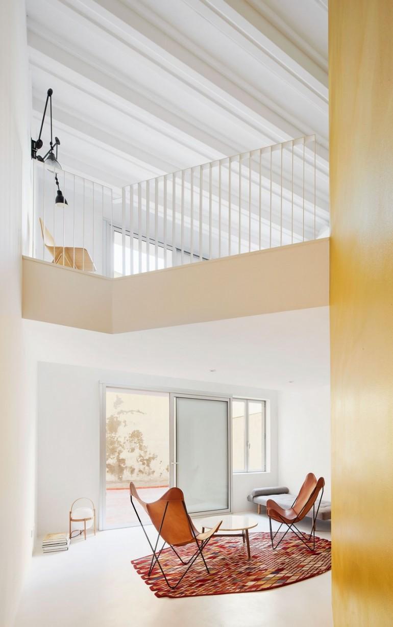 Barcelona Duplex by Raul Sanchez Architects