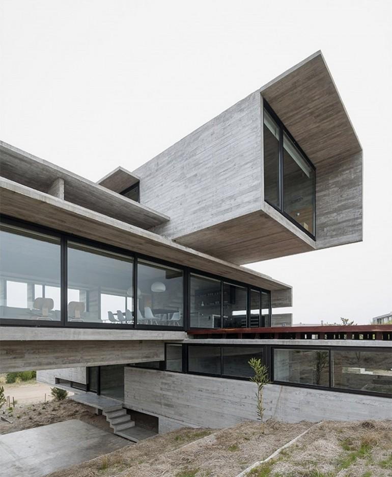 Golf House in Costa Esmeralda / Luciano Kruk Arquitectos