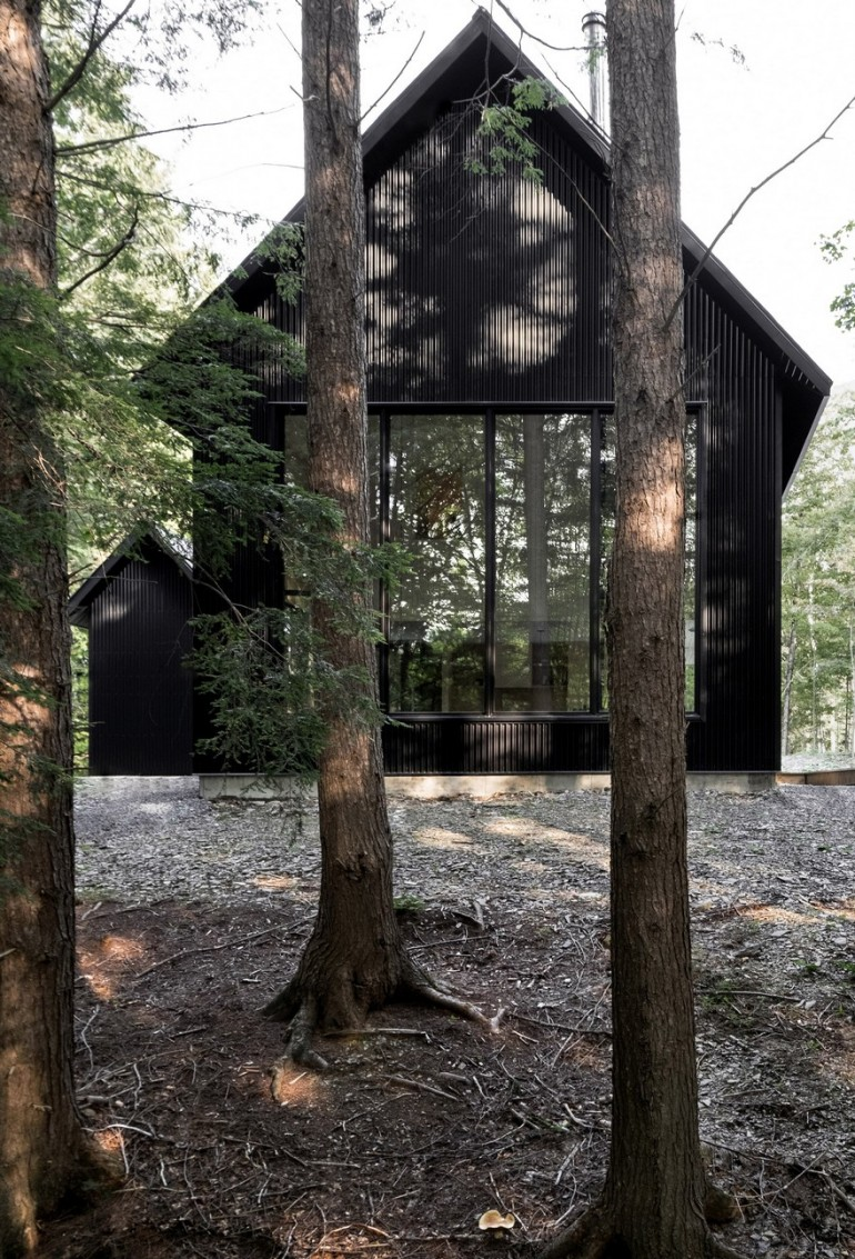 Grand Pic Cottage Hidden in the Forest of Quebec