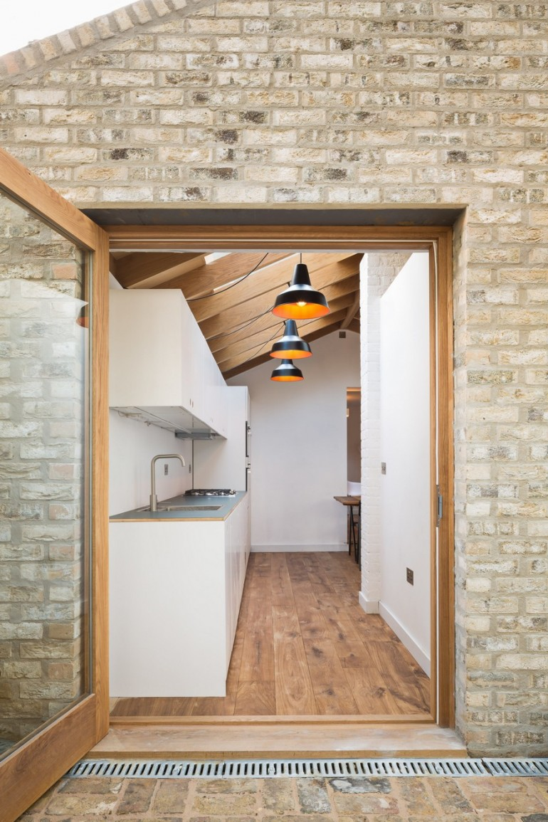 Extension of a Garden Flat Defined by a Dramatic Vaulted Oak Roof