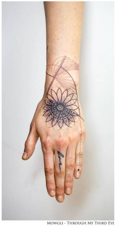 'Kundalini' – Graphic style mandala tattoo on the left hand. Tattoo artist: Mowgli