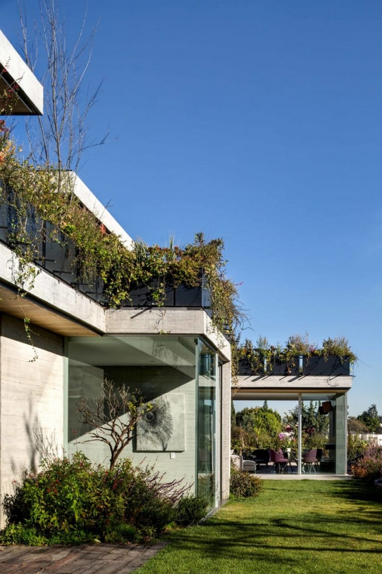 Modern Mexican Home Celebrates Indoor-Outdoor Lifestyle