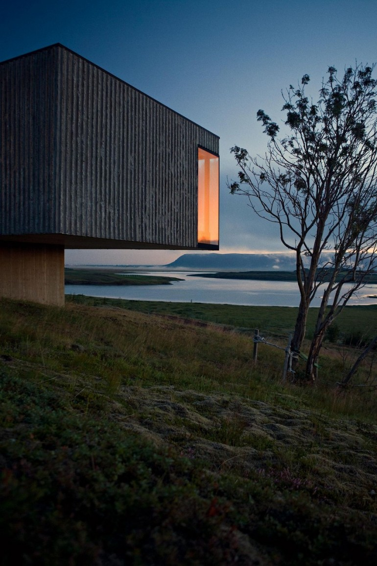 A Concrete Vacation Home as Minimal as a Gallery