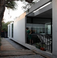 Rectangular Concrete House with an Interior Courtyard in Monterrey