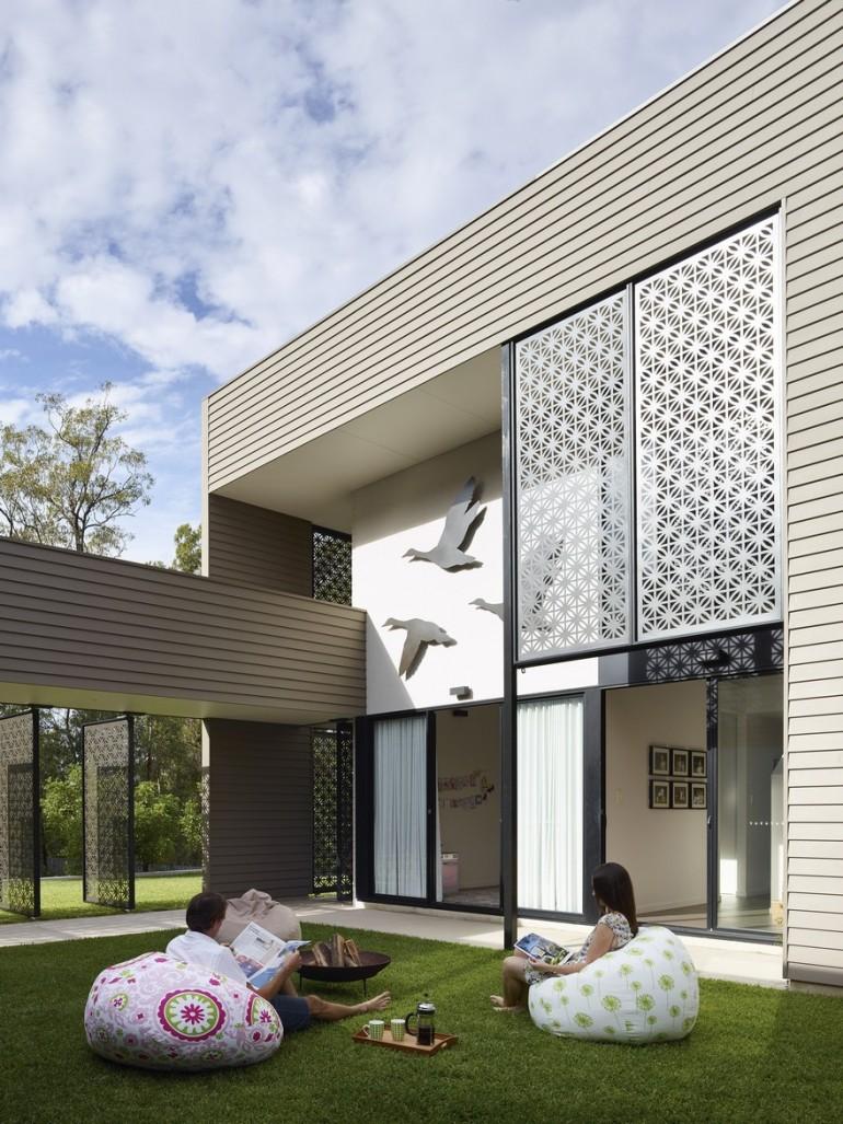 Remarkable Design Shaping Modern House in Gold Coast, Australia