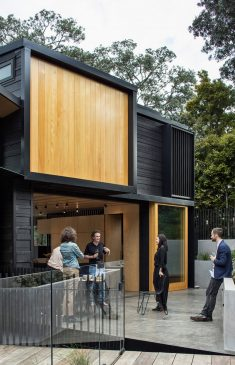 Bay House on Auckland's North Shore / Strachan Group Architects