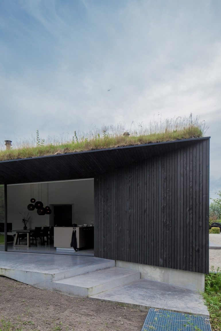 A Minimalist Dutch Villa by FilliéVerhoeven Architects
