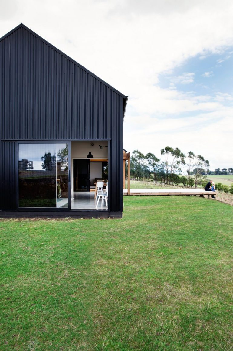 Modern Barn Form by Red Architecture