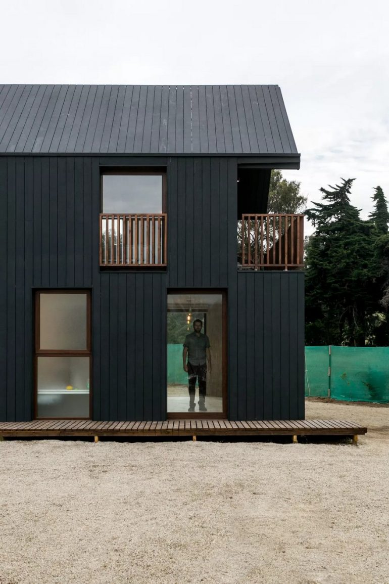 Shotgun House in Chile by Alejandro Soffia Arquitecto