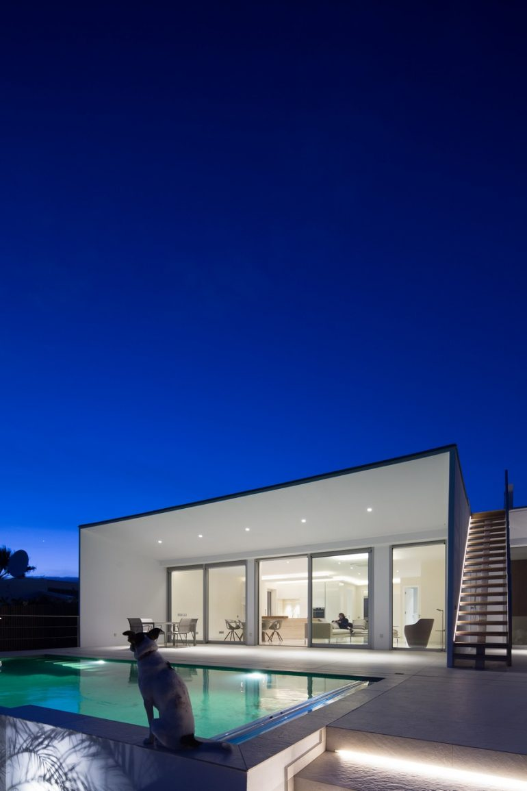 Minimalist Contemporary House Designed To Be a Peaceful Retreat