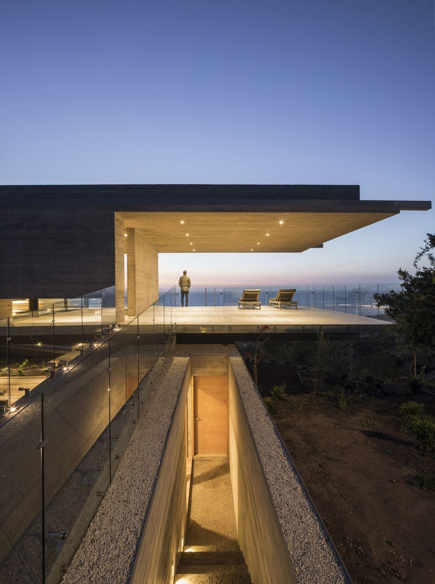 Reinforced Concrete House by Felipe Assadi Arquitectos