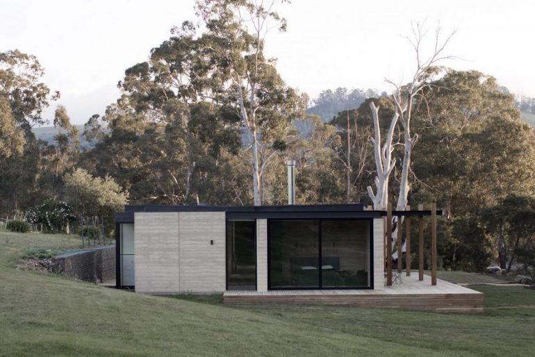 Matilda House is an Intimate Weekend Getaway Sunk Deep into the Australian Bushland