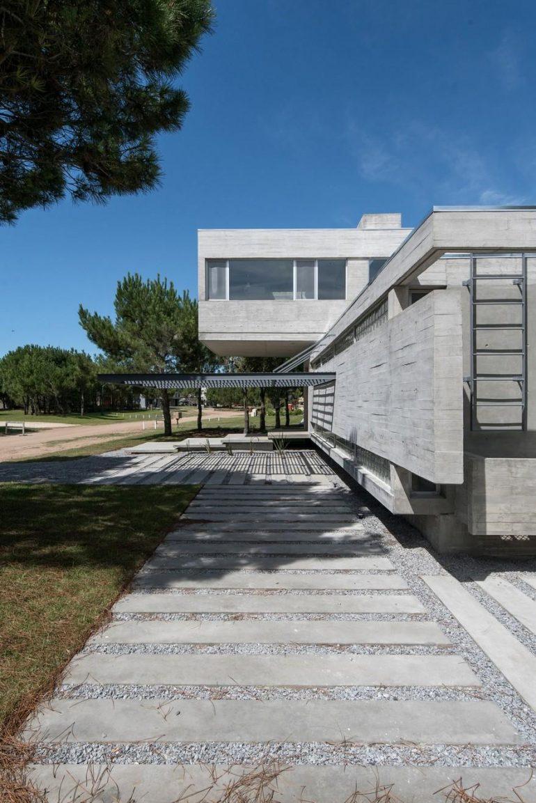 Pinamar Vacation Home by Estudio Galera Arquitectura